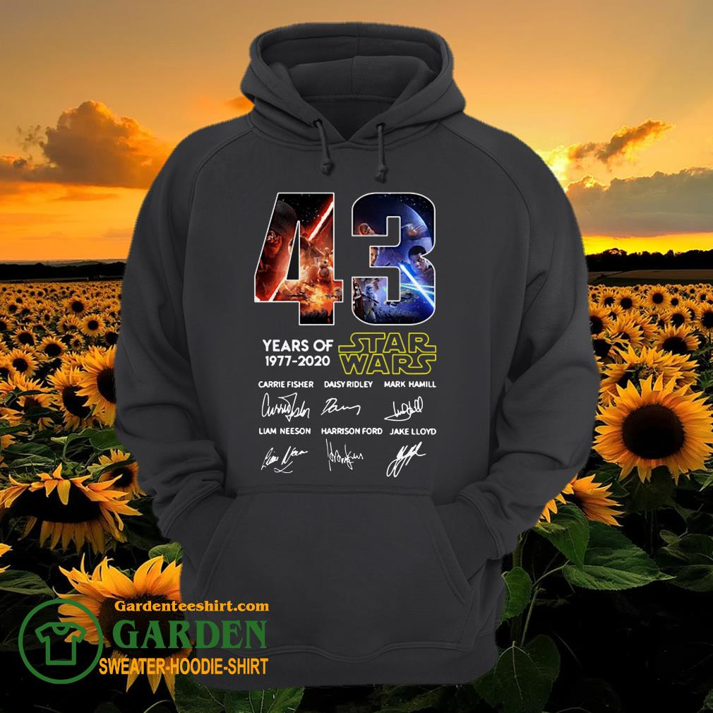 43 Years of Star Wars 1977 2020 Carrie Fisher Daisy Ridley Mark Hamill Liam Neeson Harrison Ford Jake Lloyd signatures hoodie