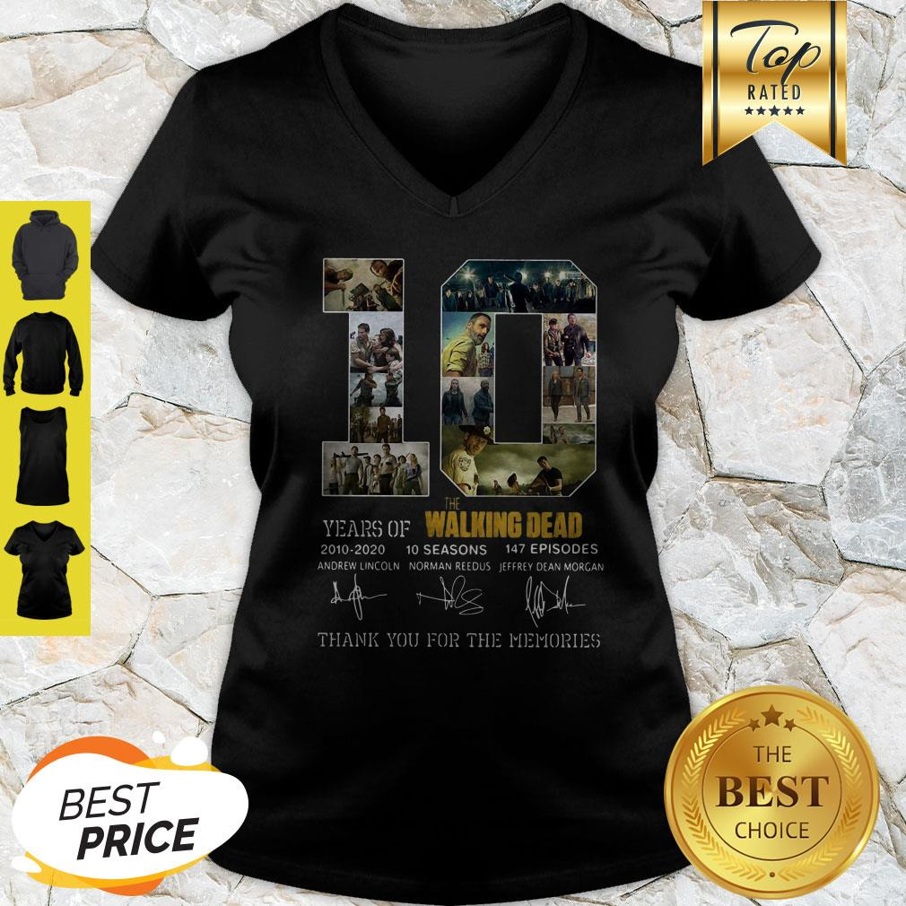 10 Years Of The Walking Dead 2010 2020 10 Seasons Signatures V-neck